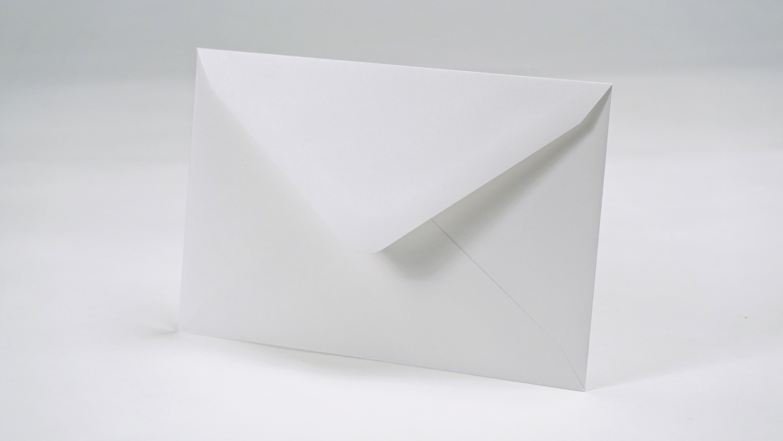 bcd18149715f7 付箋の封筒への入れ方にマナーはなく、上下の向きを揃えることぐらい。