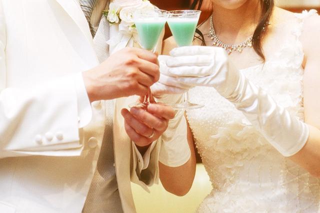 新郎新婦と乾杯