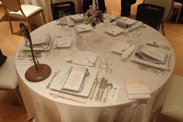丸テーブルの卓