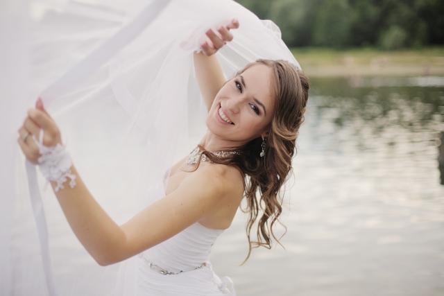 ウェディングドレスを着た海外モデル