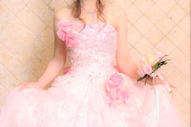ピンクのウェディングドレス