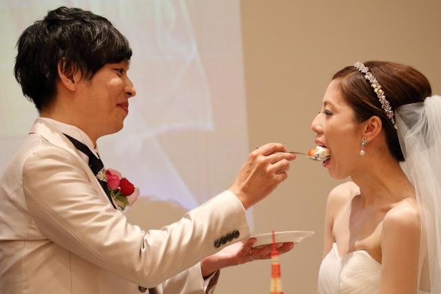 結婚披露宴のファーストバイト