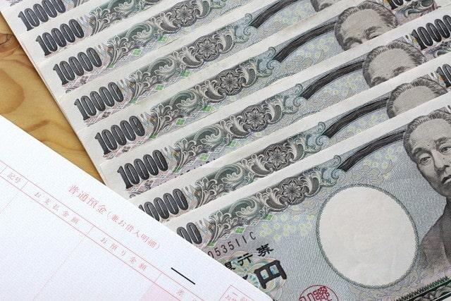 貯金通帳とお金