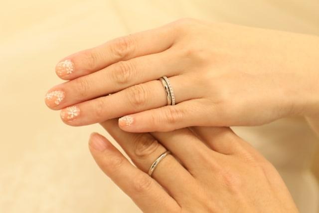 男性と女声の結婚指輪