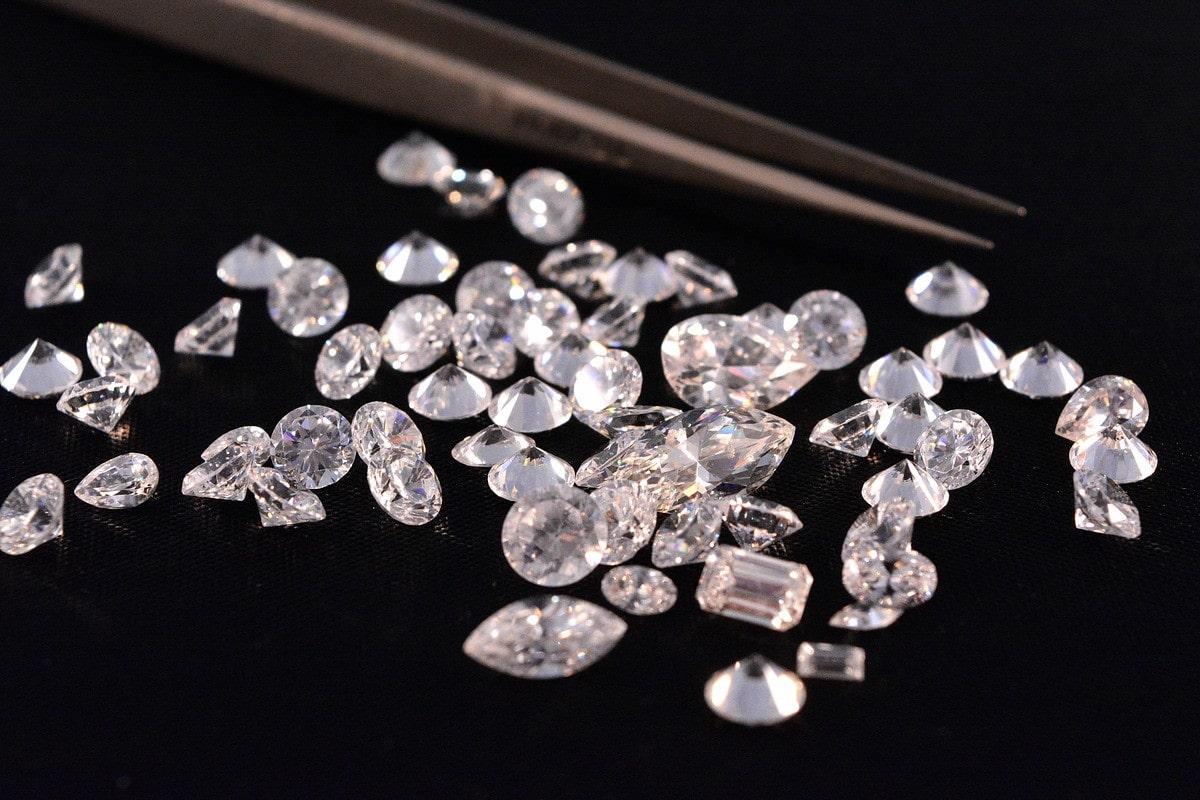 さまざまな大きさのダイヤモンド