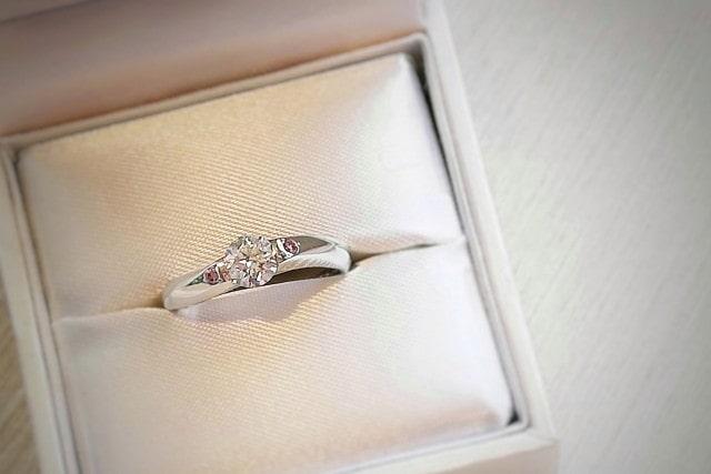 バランスのいい婚約指輪