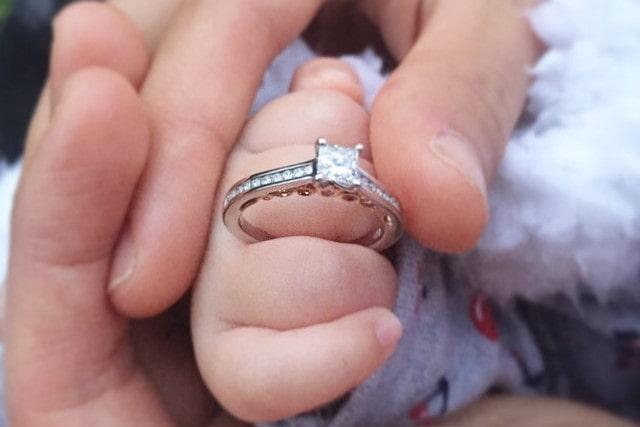 ヘイローリングの婚約指輪