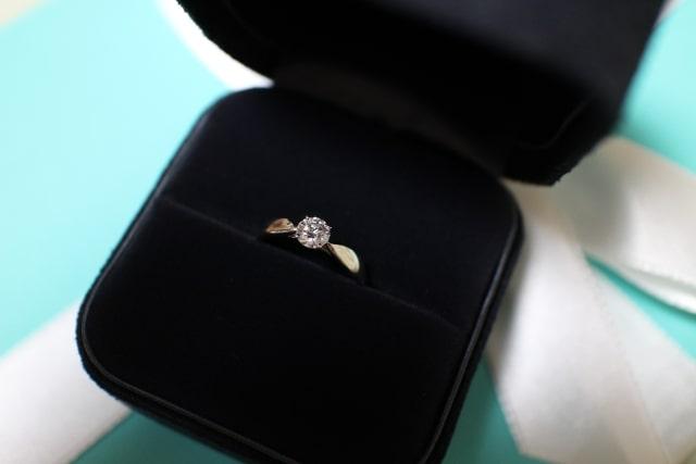 ダイヤの接続部分だけが細いリング