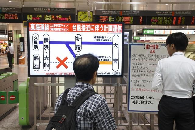 台風で運行が止まった駅