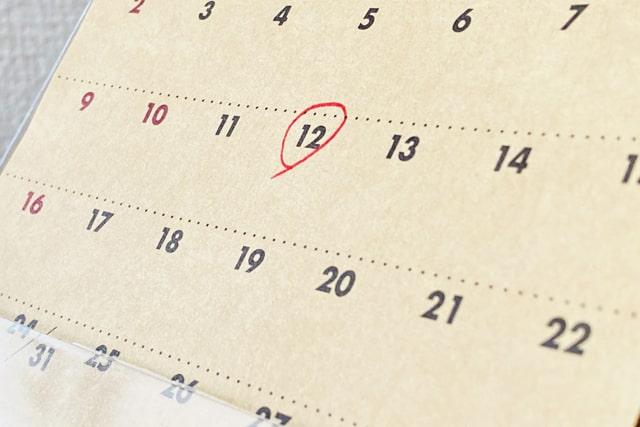 予定日にマルをつけたカレンダー