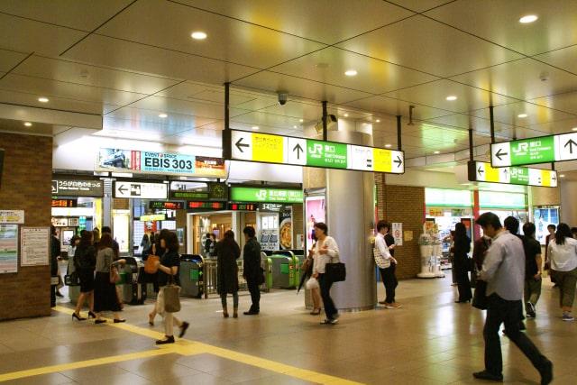 駅の改札出口