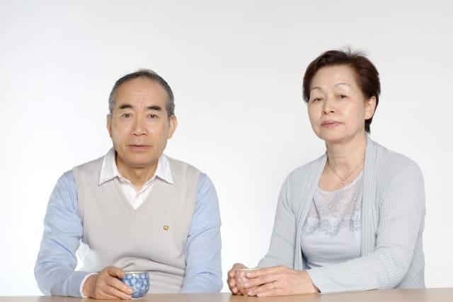 不安な老夫婦