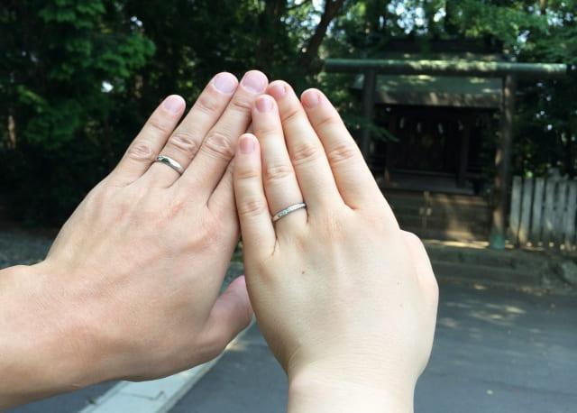 薬指にはめる指輪