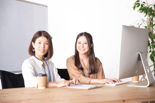 女性の同僚