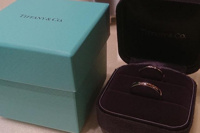 ティファニーの結婚指輪、ボックスと共に。