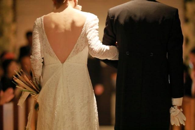 背中が綺麗な人しか着用できないドレス