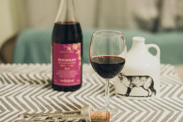 ボジョレーヌーヴォーとワイングラス