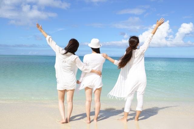仲良し三人組の女性
