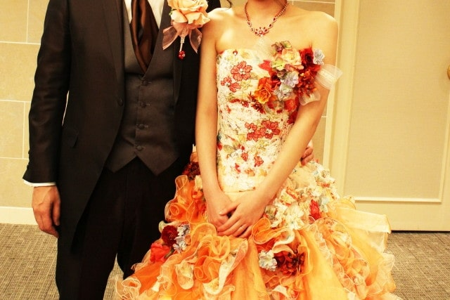 かわいいカラードレス