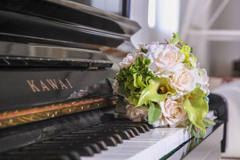 ピアノとブーケ