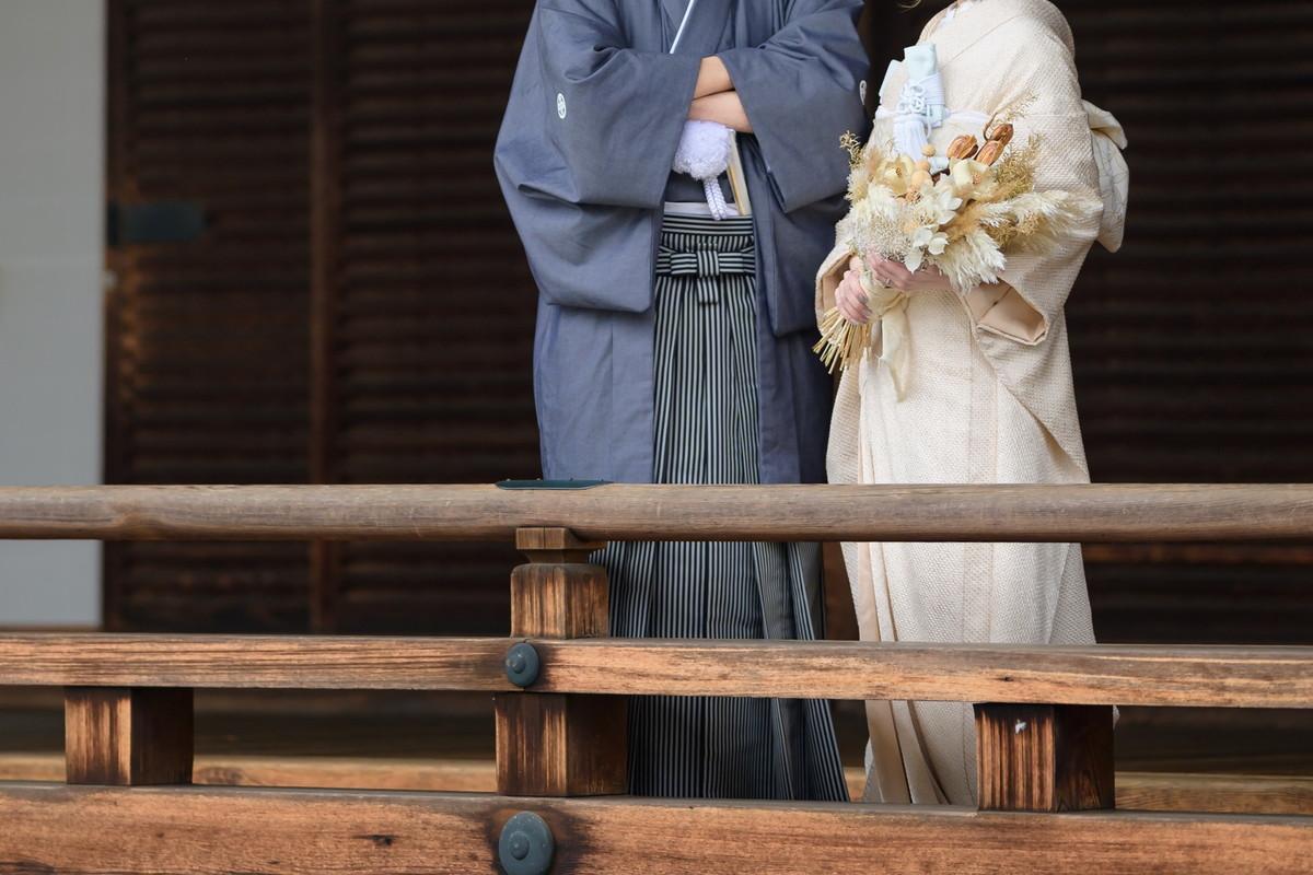 白無垢と袴の新郎新婦さま