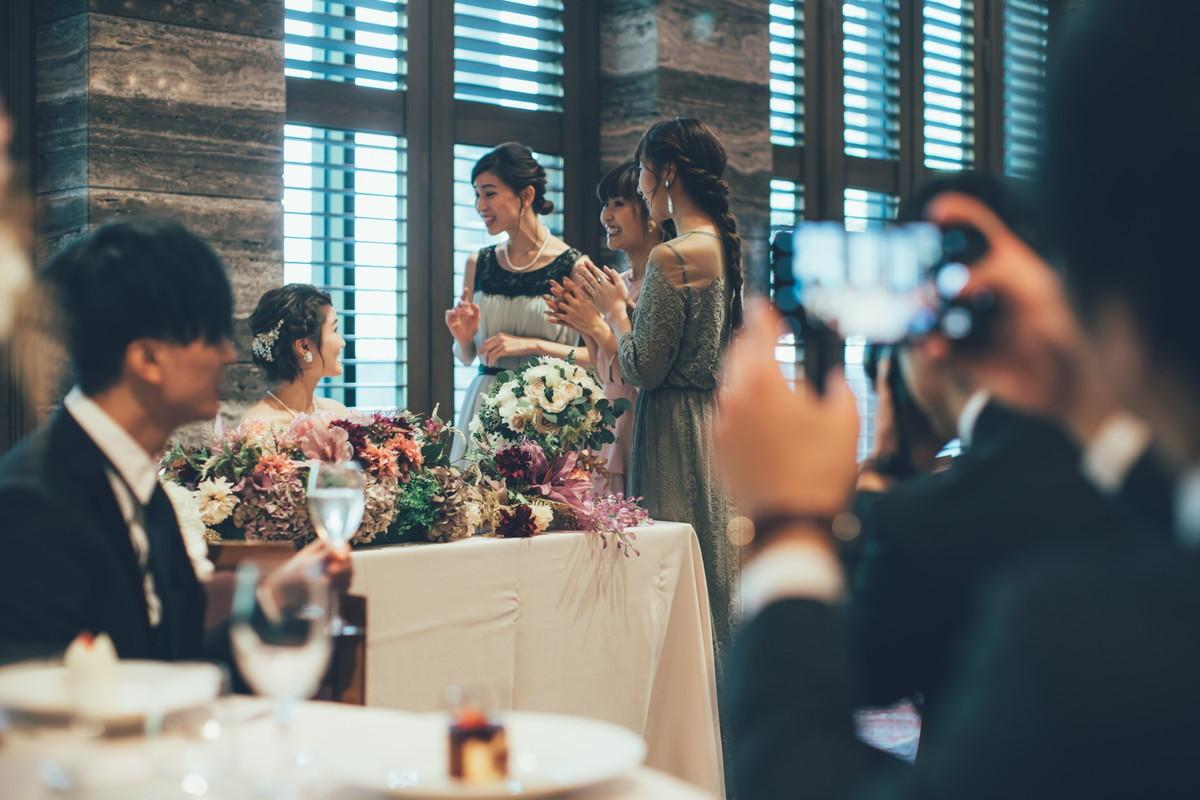 女性ゲストと花嫁さま