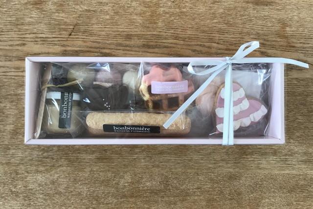 hirokoさんの貰った引き菓子箱
