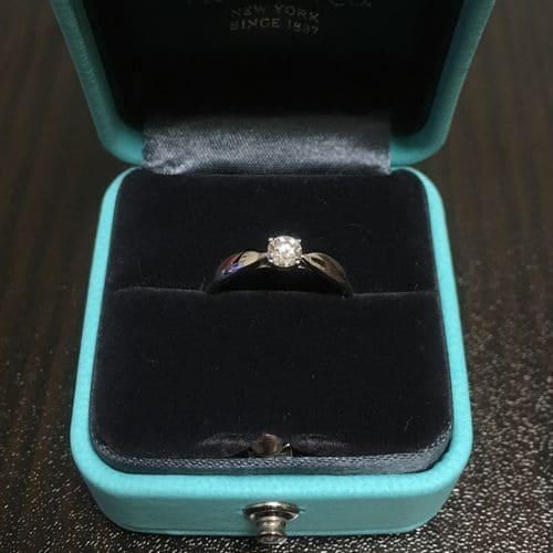 もえぱかさんのティファニー婚約指輪のアップ写真