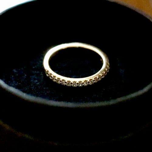 はなさんの婚約指輪のアップ写真