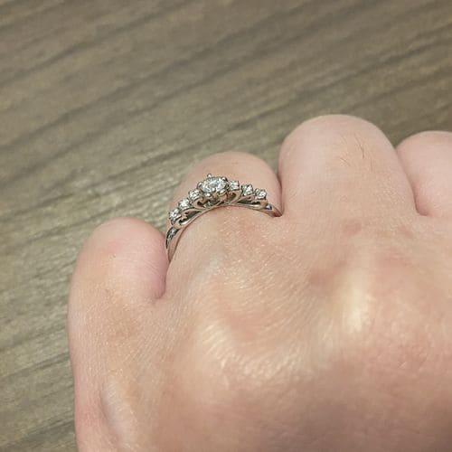 もももかさんの婚約指輪(サマンサティアラ)のアップ写真