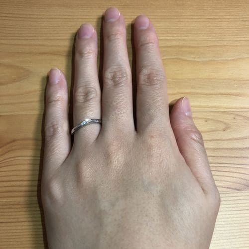 ririkaさんの結婚指輪指にはめた写真